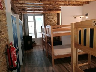 albergue exclusivo, con habitaciones dobles y en litera