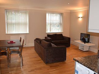 2 Bedroom apart., West London, 10 minutes tube, 20 minutes tube to City centre