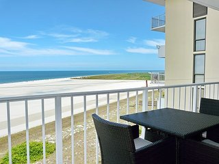 Tranquil beachfront condo w/ western exposure & heated pool