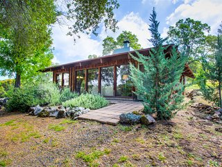 Private Valerian Retreat - Renovated Jewel of a Cabin on 5 Acres