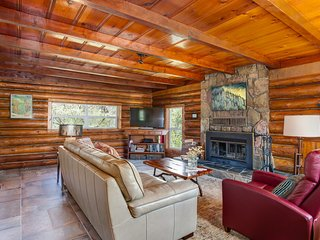Rustic luxury Log House hideaway on 40 private acres - newly renovated