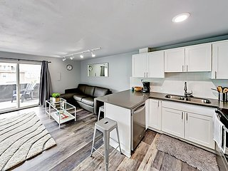 Fully Remodeled Queen Anne 2BR w/ Private Patio - Spa, Yoga & Cafe Next Door!
