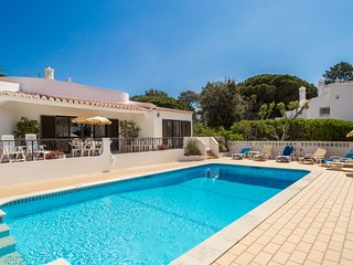 Casa dos Pinheiros, 4 Bed Villa With Private Pool Near Golf Course, Carvoeiro