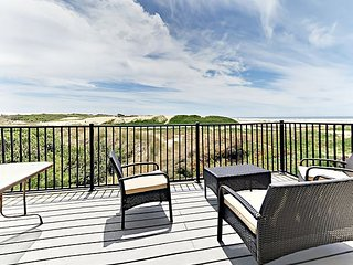 Unobstructed Ocean & Dune Views-3BR w/Game Room & 3 Decks, 1/2 Block to Beach