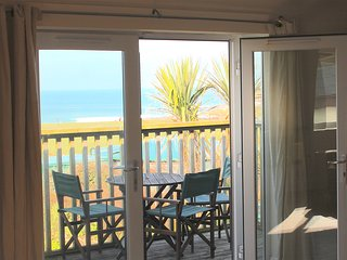 FISTRAL BEACH SEA VIEWS Central location Nr town - 49 'curved TV, WIFI sleeps5