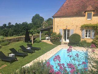 LE REVE - DREAM HOME SET ON THE REMPARTS OF DOMME WITH PRIVATE HEATED POOL
