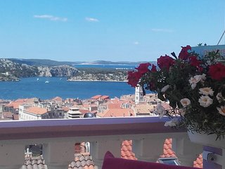 Apartment Santina,amazing view on sea and Šibenik +private parking