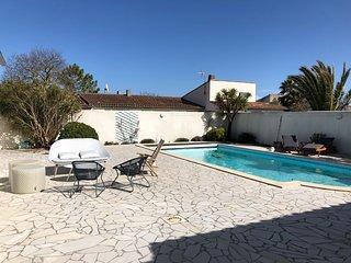 Superbe villa de 230m2 renovee avec piscine