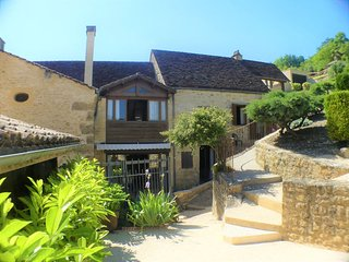 LA GRAVETTE: SUPERIOR STONE HOUSE VILLAGE WITH PRIVATE HEATED POOL & GARDEN