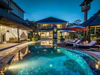 Villa Tantri - Luxury Private Villa,large pool, 10p,free breakfast