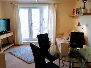 LOVELY TWO BEDROOM, TOP FLOOR APARTMENT NEAR LONDON, WINDSOR & HEATHROW AIRPORT