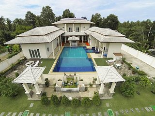 ⭐7BR Massive Mansion w/ Large Pool & Garden