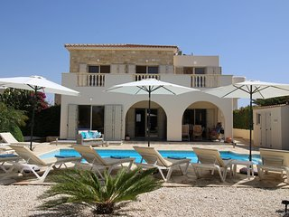 5* Luxury Villa - Stunning views of Med!