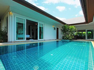 Summer Sands Beach Villa, 3 Bed Pool Villa in Pattaya
