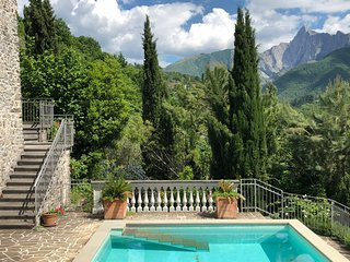 *LAST MINUTE* Villa Isotta 12Pax with pool, BBQ, Free WiFi, near 5 Terre