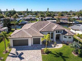 SUMMER SPECIAL:44% OFF! - Villa Florida Pearl - Gorgeous 3 Bedroom+Den Pool Home