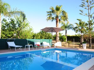 Villa with Fenced Private Pool in Countryside,5 bedrooms,3 bathrooms,wi-fi &toys