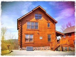 Wears Valley//Pigeon Forge/Gatlinburg - Amazing Views - 2 Bdrm/2 Bath- Sleeps 8