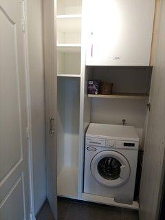 rangements et machine à laver