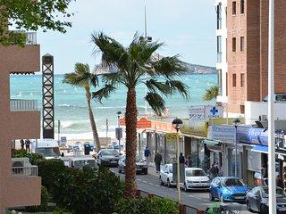 A 50 metros de la playa,esquina a 3 calles,avda mediterraneo arteria pral ciudad
