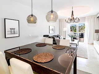 AS10- 2 bed Apt, west faced terrace Puerto Banus