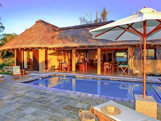 4BR Cocosa villa with Private Pool & sandy beach near Tamarin & Le Morne