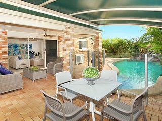 BEACHED * COOLUM, Pet Friendly, WIFI, Linen supplied