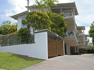 Unit 2, Sea Breeze Villas- 39 First Avenue Coolum - WIFI, 400 Bond