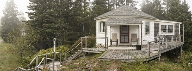 Perfect for Two...Historic cottage with harbor views and waterfront access