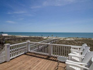 Bring the entire Family! Beach Front, Private Beach Access, 4 Balconies with Ama