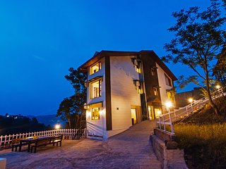 Plush 5BR Vacation Home in Kasauli with Large Open Deck