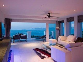 Spacious private villa - apartment: pool / garden / sea view within 5* Resort