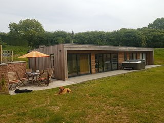 West Pitt Lakes & Lodges (2 lodges, message for availability)