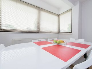 (A)  Private Double Room in Spacious Modern Flat with Amenities