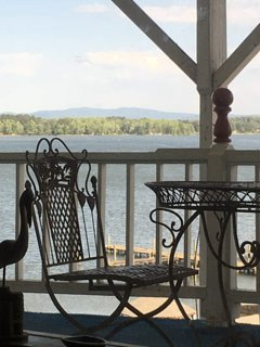 Adorable third floor studio at the Alabama Belle on Weiss Lake with a beautiful view!