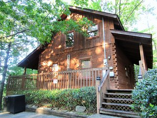 All Alone Pigeon Forge TN ,Free WIFI,Pet Friendly,Hot Tub,Pool,2 Mile Dollwood