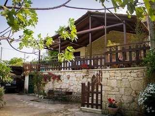Gioia Traditional House with view in Koiliomenos, Zakynthos!