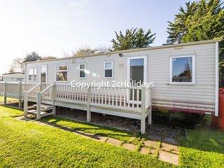 6 Berth caravan in Breydon Water Holiday Park near Great Yarmouth Ref 10086