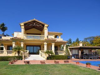 Beautiful Villa with large Swimming-pool 4 bedrooms 4 bathrooms