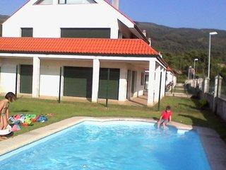 Cómodo y moderno apartamento con piscina