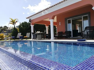 Fabulous A/C luxury villa, sea-view, infinity pool, games room | Casa Montana