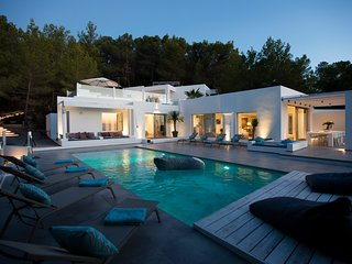 Catalunya Casas. Modern Villa Moli for 12 guests, 5 min to Ibiza beaches!