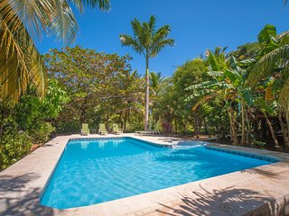 Lush Garden Setting, Private Pool, Steps From Beach, Located In Gated Resort.