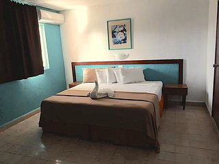 Private room with AC and WiFi Downtown Cozumel