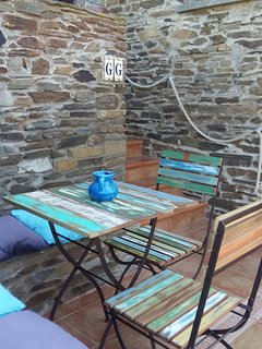between main floor and lower floor... a second mini terrace with a small wood colorful table