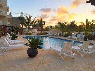 Las Islas 3 bedroom 3 bathroom Condo around the corner from Hotel area and beach