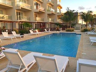 Spacious 3 bedroom 3 bathroom Condo Easy walk to the Beach and hotel area.