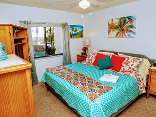 *Bright & Beachy* - 15 Steps to the Sand, Beachfront Resort with Great Amenities