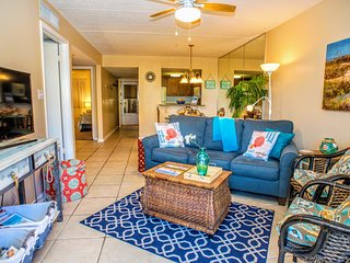*Bright & Beachy*-18 Steps to St.Augustine Bch,Heated Pool,upgraded WiFi,Hot Tub
