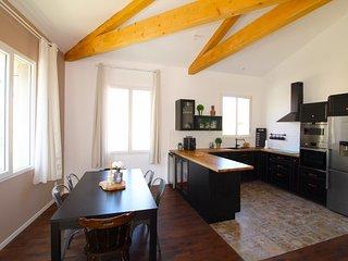 Maison 1 mitoyennete, centre ville ,plage ,garage 2 voitures ,jardin 50 m2.